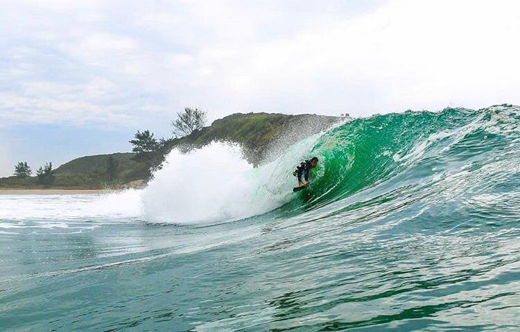 Emerson Peres é surfista local da Guarita - Foto Leandro Fuque